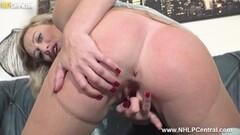 Solo hottie Bridget masturbating in hot pink boots Thumb