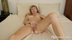 Kaylani Lei eating Leah Livingston's tight blonde pussy Thumb