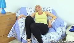 English milf Tracey Lain fucks arse with banana Thumb