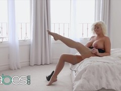 BABES - Chubby blonde Karissa Shannon gets big facial Thumb