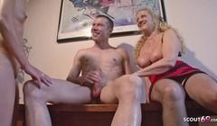 Reife Deutsche Mutti zeigt jungen Paar wie gefickt wird Thumb