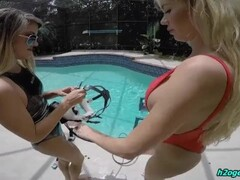 Underwater massage in scuba gear full face mask Thumb